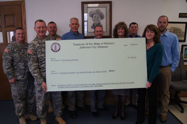 Brig. Gen. Marty Robinson presents symbolic check to Newton County officials (Missouri National Guard photo/RELEASED)