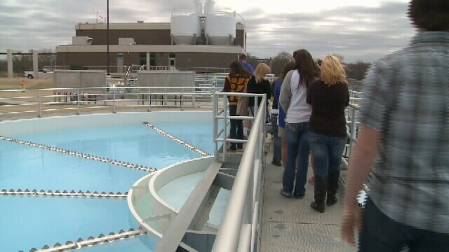 students tour water plant