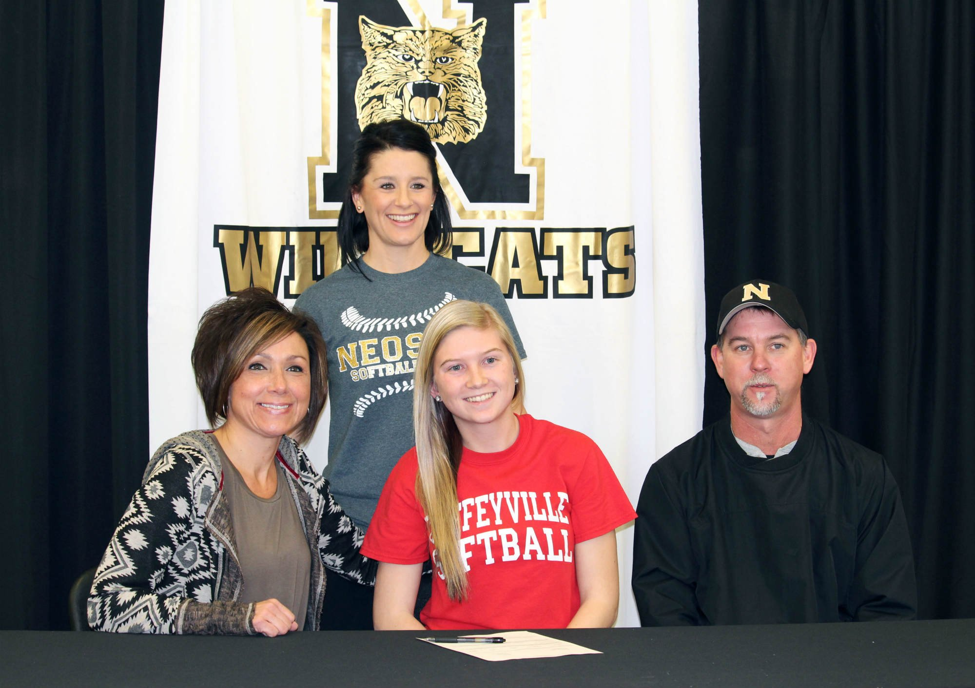 Kylie Bach signing w/ Coffeyville CC