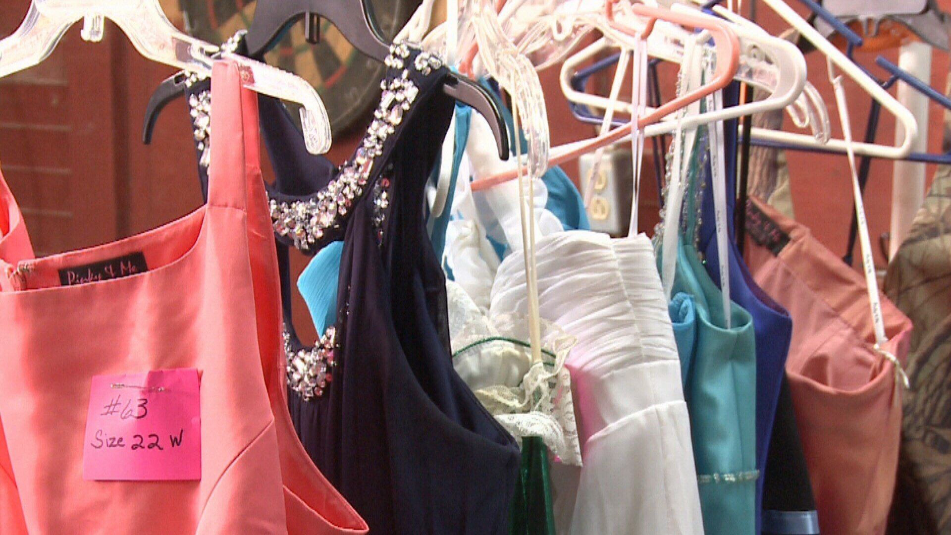SEKS Grocer Sells Dresses for a Dime to Help Girls Go to Prom - FOX ...