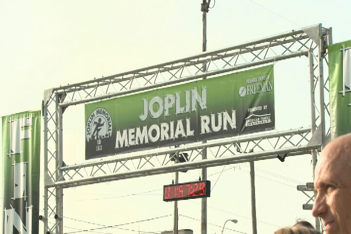 2,300 runners take to Joplin streets for the 2013 Joplin Memorial Run.