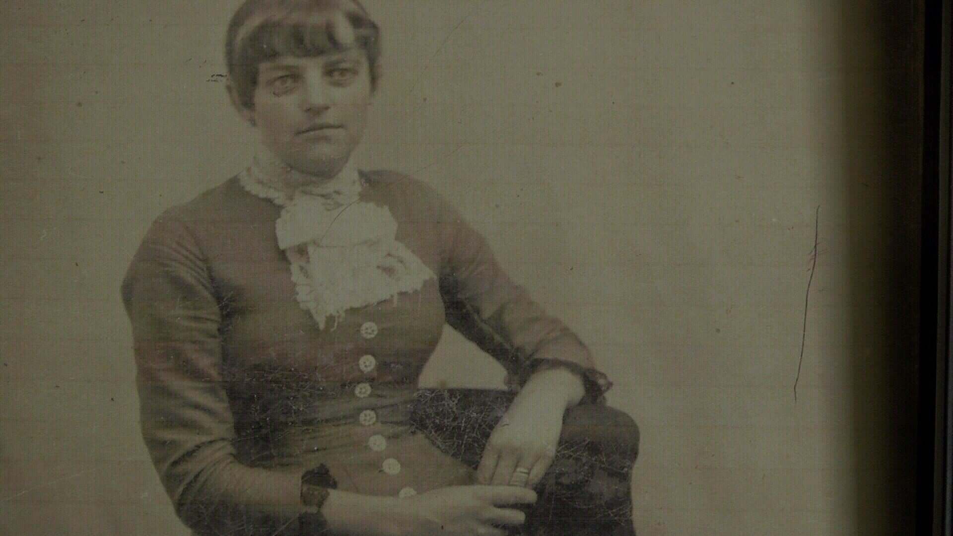 Many historians say this is the photograph of Kate Bender